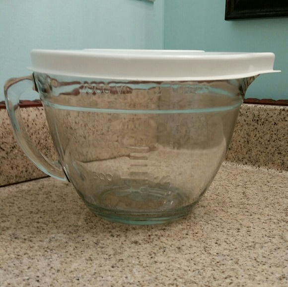Pampered Chef Kitchen Glass Mixing Bowl With Lid 2 Quart